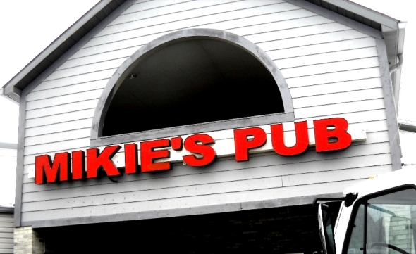 mikie's pub 015